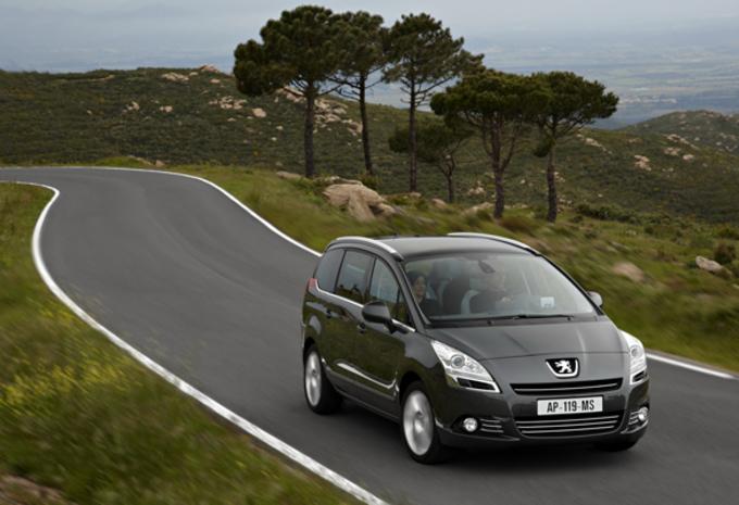 VAB-GEZINSWAGENS 2011: Skoda Fabia Combi & Peugeot 5008 #1