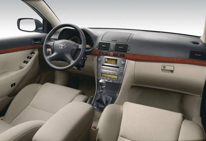 prijs toyota avensis sedan 2 0 d 4d linea sol 2003 autogids. Black Bedroom Furniture Sets. Home Design Ideas