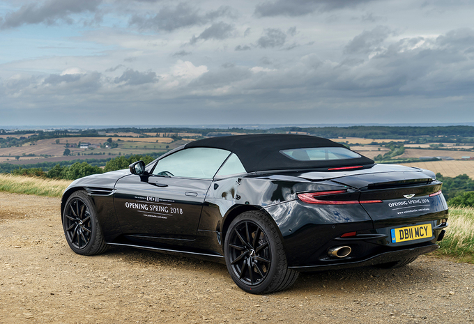 Aston Martin DB11 Volante : pas avant 2018 ? #1