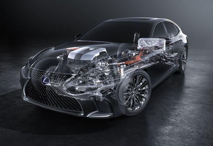 Lexus LS 500h haalt 140 km/h in elektrische modus #1