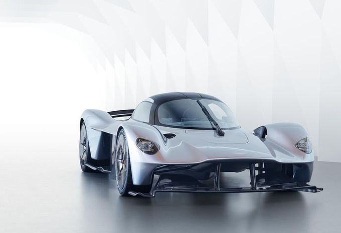 Aston Martin : la Valkyrie dévoile ses formes #1
