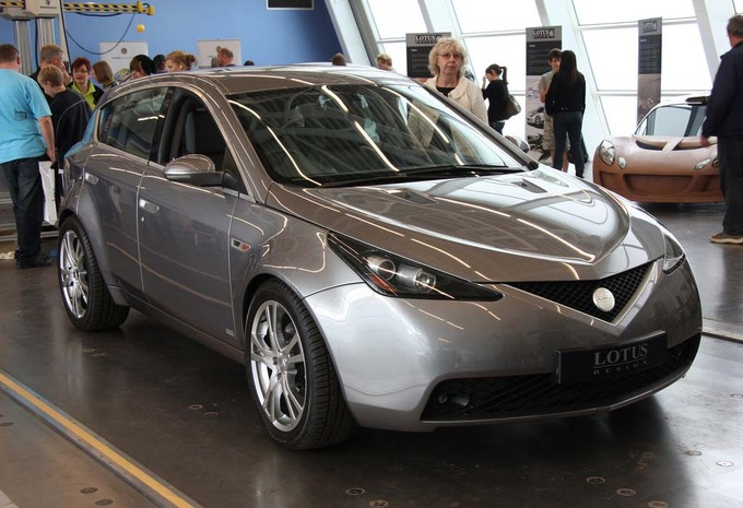 Lotus : Bientôt un SUV #1