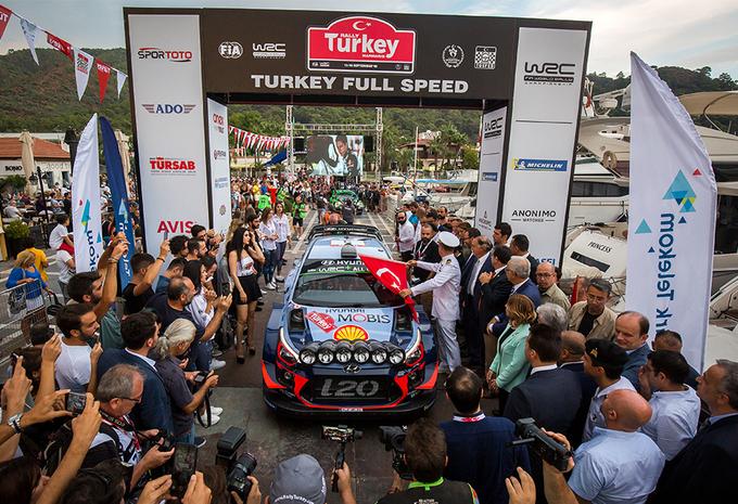 Thierry Neuville al aan de leiding in rally van Turkije #1
