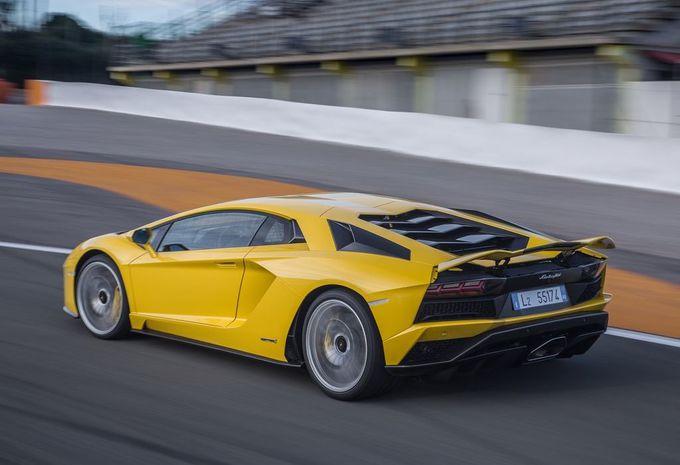 Lamborghini : la remplaçante de l'Aventador repoussée ? #1
