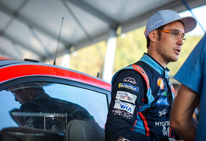 Neuville ontgoocheld met achtste plaats na koprol in Rally Turkije #1