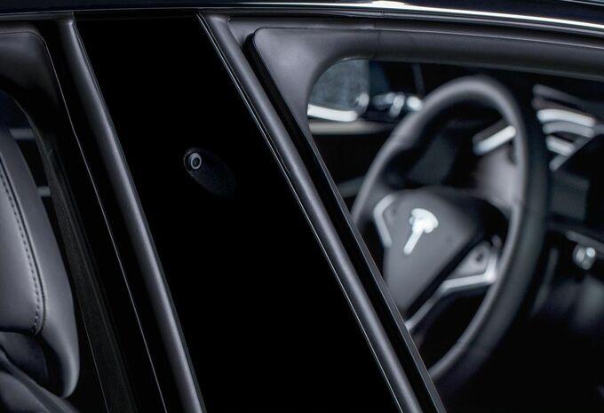 De Autopilot van Tesla stopt nu ook voor rode lichten en stopborden #1