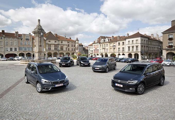 De nieuwe Volkswagen Touran kruist de degens met een paar andere compacte zevenzitters #1