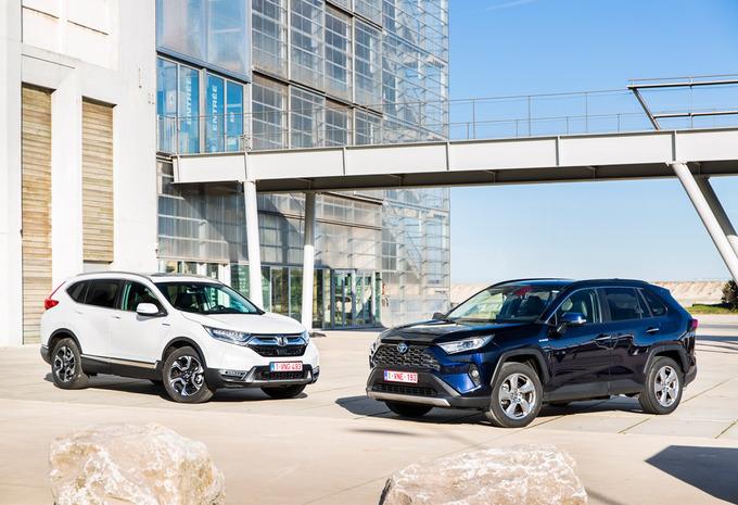 Honda CR-V Hybrid 4WD vs Toyota RAV4 Hybride #1